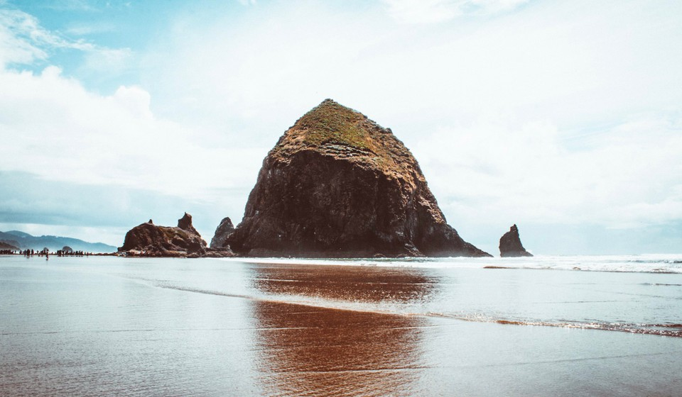 Haystack Rock, one of the best things to do on the northern coast of Oregon.