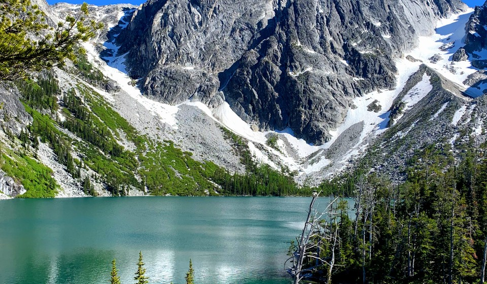 Leavenworth basin with blue water and mountain with snow