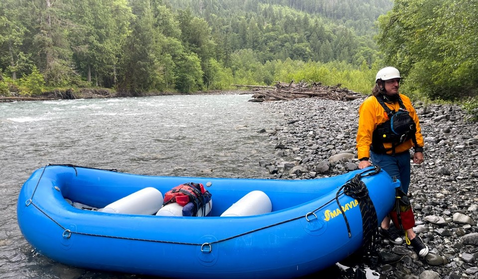A guide with his blue raft