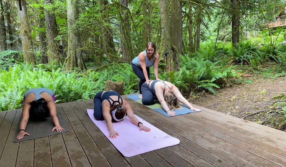 AventureTripr Ambassador Tara Randolph leads a group in Yoga.