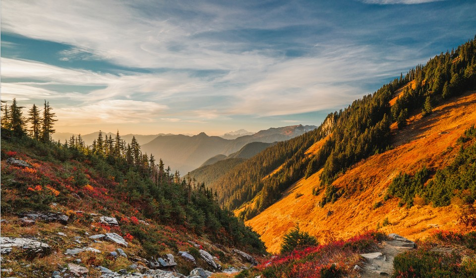 Sunset mountain views in the North cascade mountains